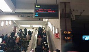 W pociągu metra zmarł pasażer. Utrudnienia w ruchu