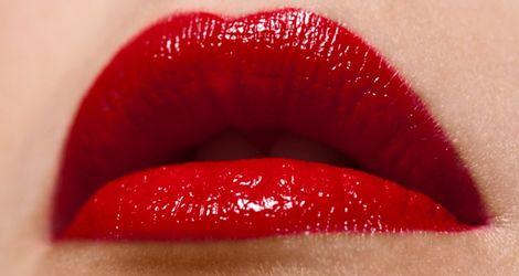 Dlaczego kobiety malują usta?