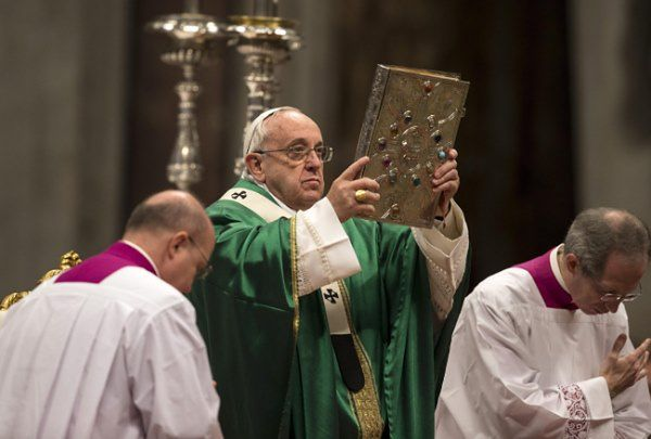 Papież wystawił na sprzedaż prezenty od szefów państw i rządów