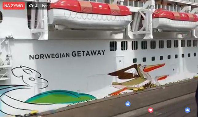 Gigantyczny liniowiec wpłynął do portu w Gdyni. Huczne przywitanie