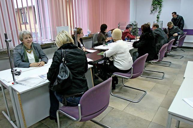 Polacy unikają przechodzenia na emeryturę w czerwcu. Nie opłaca się