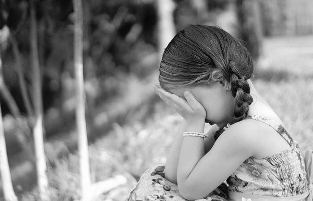 Matka widziała, jak 62-latek gwałci jej 8-letnią córkę. Jest decyzja sądu