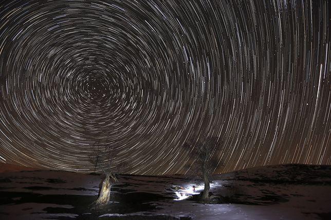 Ziemia co roku wlatuje w kilka pasów meteorów. Sprawdź, kiedy będzie można je zobaczyć