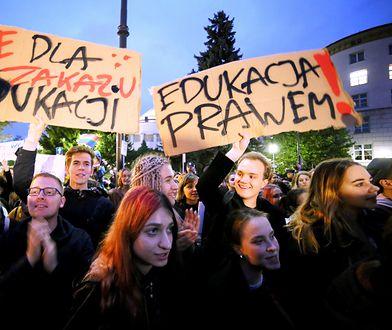 """W całym kraju odbywają się protesty związane z propozycją projektu obywatelskiego """"Stop pedofilii"""""""