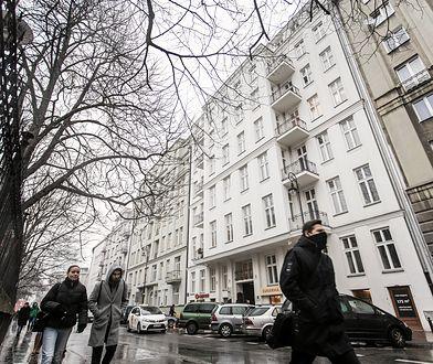 Przed wojną właścicielami kamienicy przy ul. Noakowskiego 16 były osoby pochodzenia żydowskiego