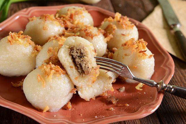 Pyzy to potrawa charakterystyczna dla tradycyjnej kuchni polskiej. Jest to rodzaj dużych klusek, które mają kształt owalny lub okrągły. Przepisy na pyzy