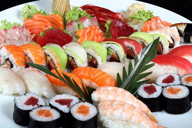 Kuchnia japońska jest świeża i lekka. Używa się w niej śladowej ilości tłuszczu. Opiera się głównie na potrawach z ryb, owoców morza i warzyw. Przepisy kuchni japońskiej