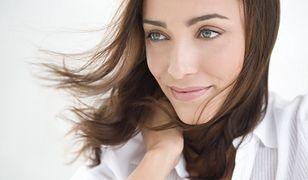 Porost włosów można przyspieszyć dbając o nawilżenie i odżywienie skóry głowy