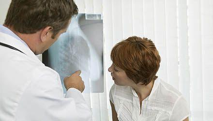 Pensje lekarzy specjalistów powinny wzrosnąć o ponad połowę