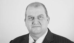 """Nie żyje były walijski minister pracy Carl Sargeant. Polityk został oskarżony przez kobiety o """"niestosowne"""" zachowania"""