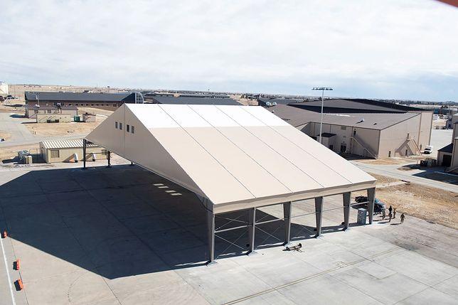 USA. Zbudowano tymczasowy schron dla bombowców B-21 Raider