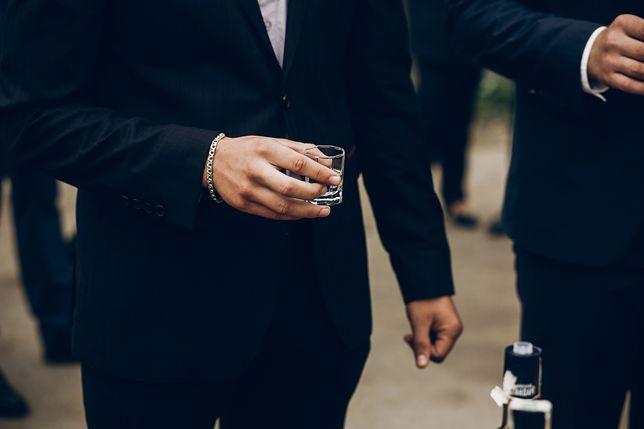 Pijany partner na weselu. Zamiast dobrej zabawy wstyd i kompromitacja