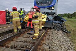 Tragedia koło Kętrzyna. Auto wjechało pod pociąg, ranne dziecko
