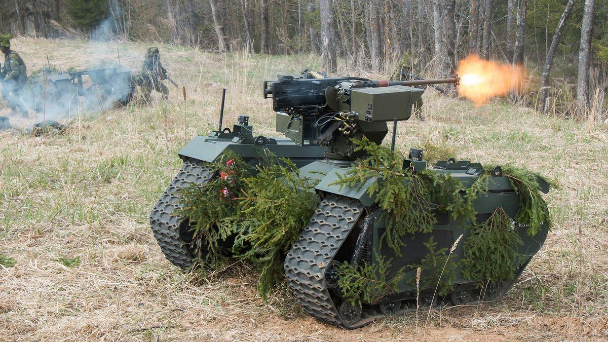 Robot Milrem THeMIS współdziała z żołnierzami podczas manewrów