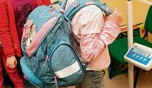 Ile kilogramów dźwiga na plecach twoje dziecko?