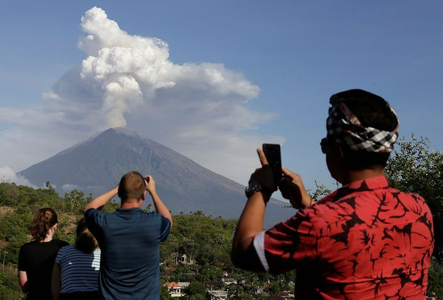 Wybuch wulkanu na Bali jest atrakcją dla turystów. Może jednak stać się problemem
