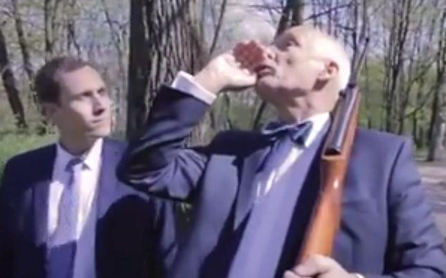 Korwin-Mikke strzela do... lewaków. Szokujące wideo na fanpage'u europosła