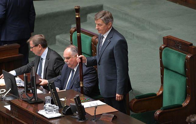 Posłowie obradowali nad wnioskiem o odwołanie marszałka Kuchcińskiego
