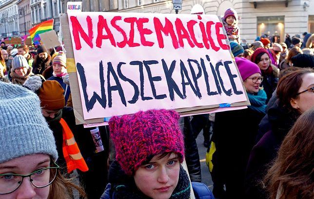 """Ulicami Warszawy przeszła XIX Warszawska Manifa pod hasłem: """"Aborcja, nie policja. Pomoc wzajemna, nie przemoc systemowa"""""""
