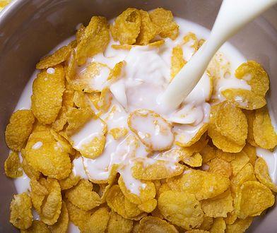 Płatki śniadaniowe, pomimo opinii zdrowego śniadania, mogą zawierać sporo cukru