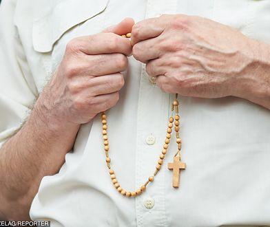 Teściowa namawia zięcia, żeby częściej się modlił