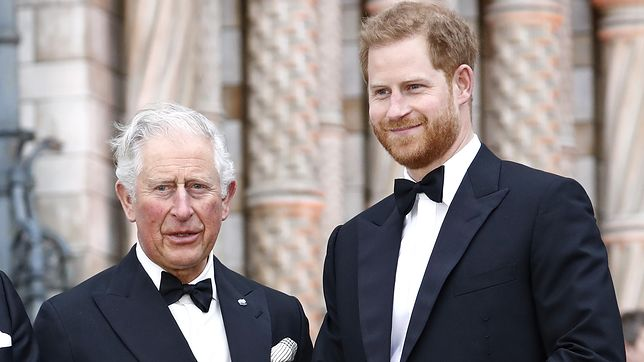 Książę Karol i jego syn Harry wykonali pierwsze kroki do pojednania
