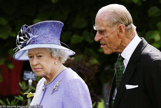 Książę Filip w dziwny sposób zwraca się do królowej. Nie do końca się jej to podoba
