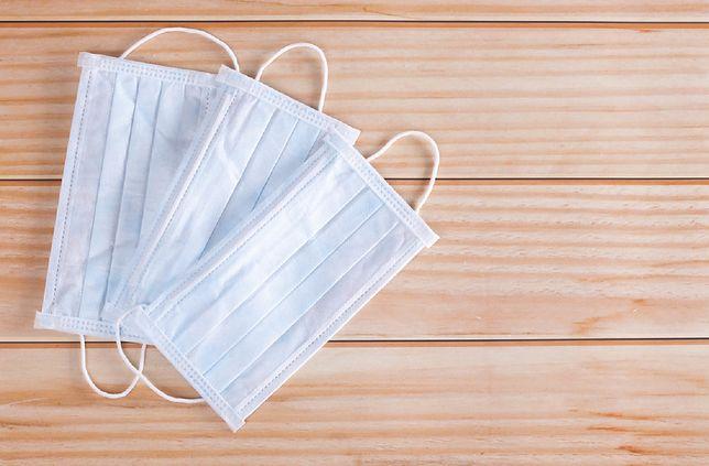 Maseczki ochronne po użyciu mogą być pełne bakterii i pleśni - ostrzegają eksperci