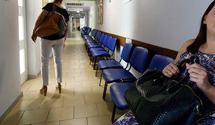 Kobieta u lekarza pytana jest o plany macierzyńskie