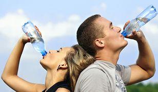 6 powodów, dla których lepiej nie pić wody z plastikowej butelki