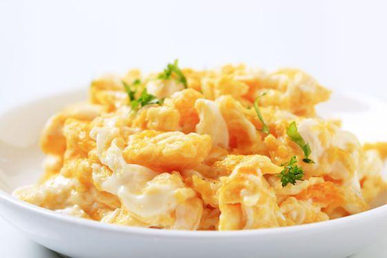Jajecznica na talerzu