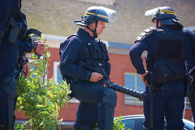 Strzelanina we Francji. Nożownik zaatakował policjanta