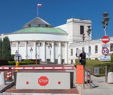 Sejm będzie miał bramę. Ujawniono kwotę budowy