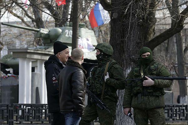 Rosyjskie siły na Krymie mają swoich przeciwników, mają również zwolenników