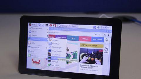 Raspberry Pi dostało oficjalny, pomysłowy wyświetlacz dotykowy