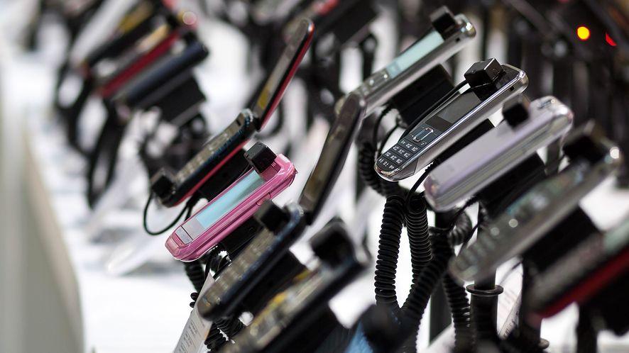 Smartfony w Polsce są tanie czy drogie? Zależy kto sprawdza