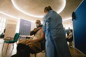 Najcięższe NOP-y po szczepieniach. Jak często się zdarzają? Raport PZH