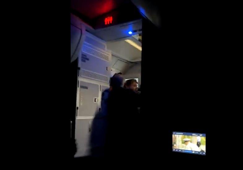 Lot jak z koszmaru. Załoga nie dawała rady