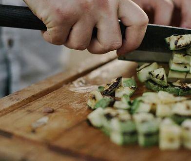 W środowiskowym języku kucharzy znajdziemy mnóstwo zapożyczeń z języka angielskiego lub francuskiego