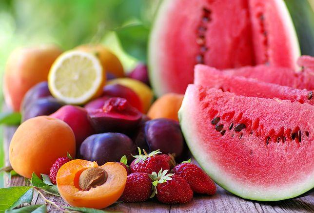 Dlaczego nie powinno się jeść owoców wieczorem?