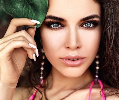 Przepiękny makijaż w kolorze brązu. Wykonasz go za pomocą jednego kosmetyku