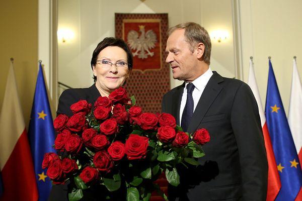Ustępujący premier Donald Tusk przekazuje urząd nowej premier Ewie Kopacz