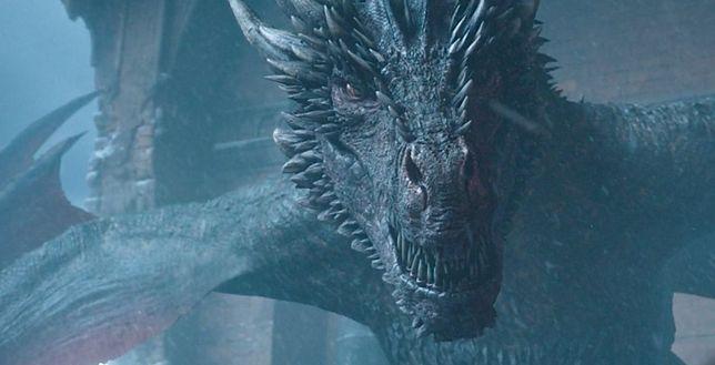 """Drogon spalił Żelazny Tron pod koniec serialu """"Gra o tron"""""""