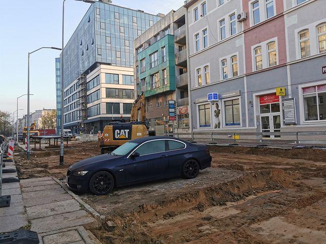 Kierowca pokrzyżował plany budowlańcom