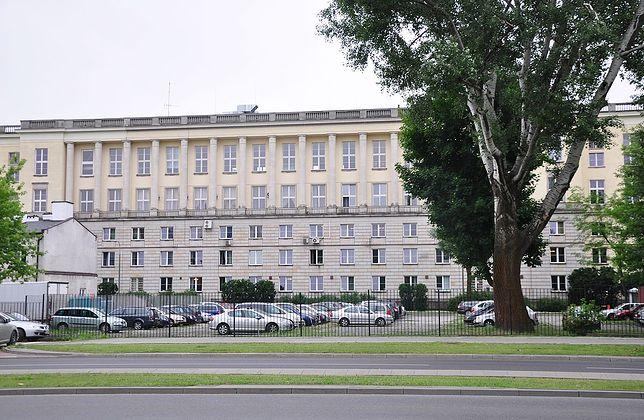Siedziba Ministerstwa Spraw Wewnętrznych i Administracji mieści się na ulicy Stefana Batorego w Warszawie