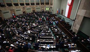 Sejm skierował oba prezydenckie projekty ustaw do dalszych prac komisji.