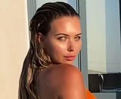 Sandra Kubicka wygina się w basenie. Trudno oderwać wzrok