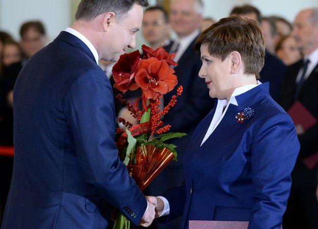 Prezydent Andrzej Duda i premier Beata Szydło podczas uroczystości zaprzysiężenia nowego rządu