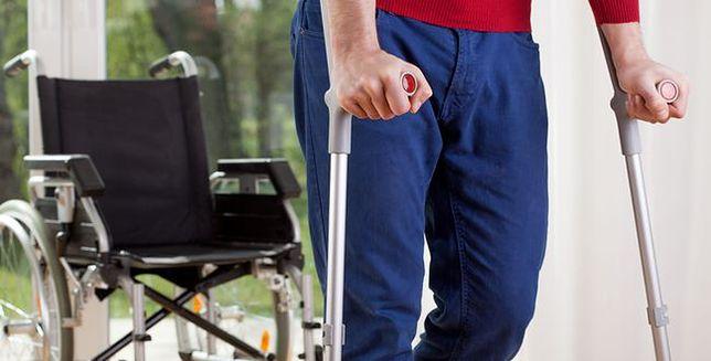 Po 11 latach niepełnosprawny mężczyzna postawił pierwszy krok