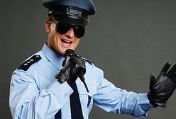Rapujący policjant podbija internet